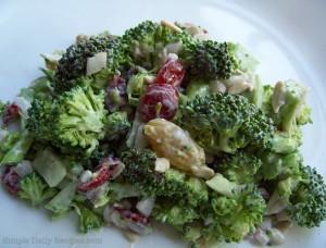 Broccoli-Salat von http://simpledailyrecipes.com/